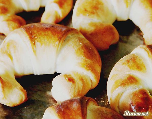Рецепт Рогалики дрожжевые с курагой и орехами