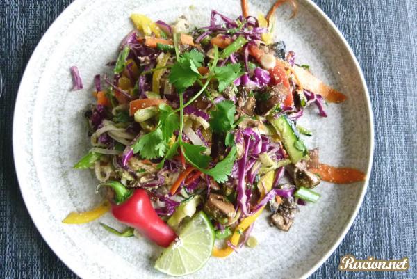 Рецепт Овощной салат с маринованными грибами и кешью