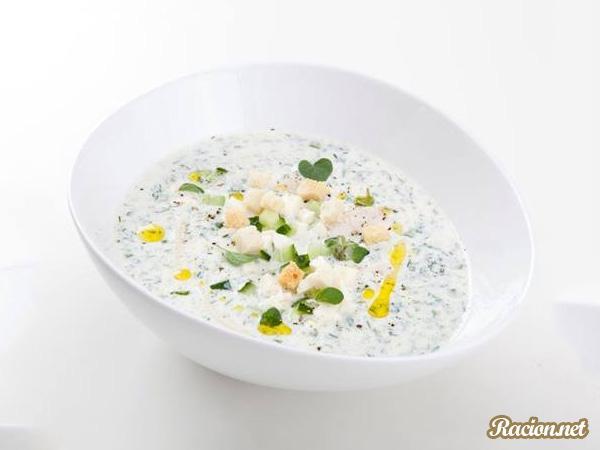 Рецепт Окрошка на кефире с моцареллой, зеленью и курицей