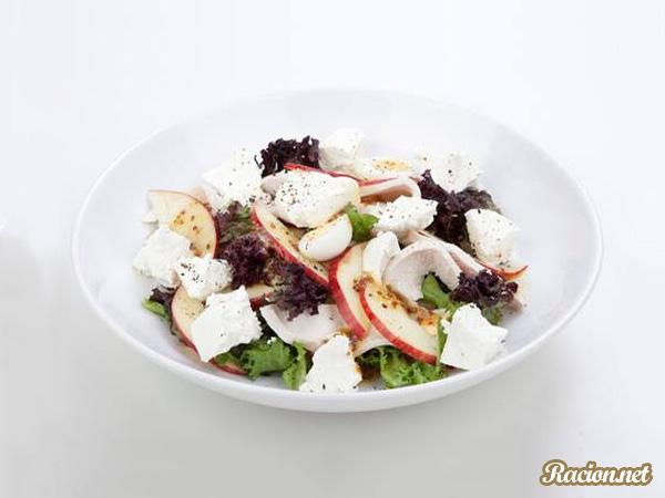 Рецепт Салат с курицей и сыром рикотта