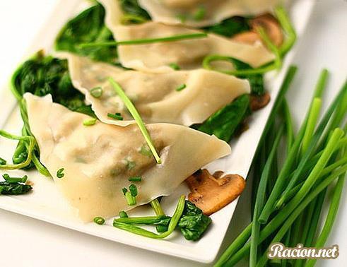Рецепт Равиоли с орехами, эдамаме и соте из шампиньонов