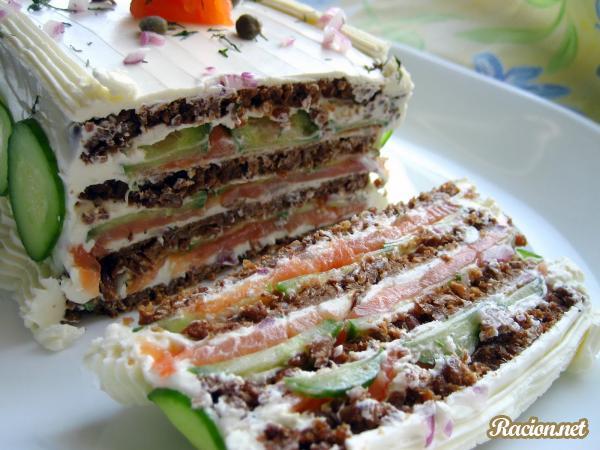 Рецепт Бутербродный торт с копченым лососем и мягким сыром