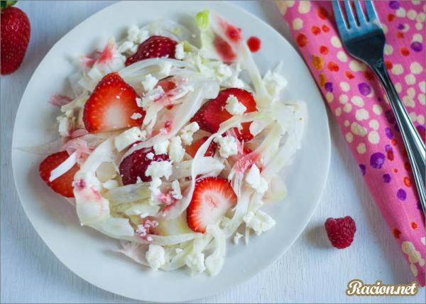 Рецепт Салат с фенхелем и клубникой