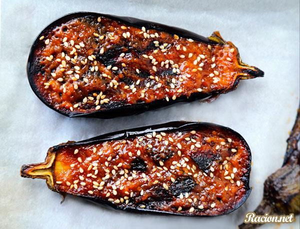 Рецепт Запеченные баклажаны с мисо соусом