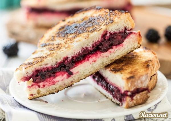 Рецепт Горячие бутерброды с ежевикой