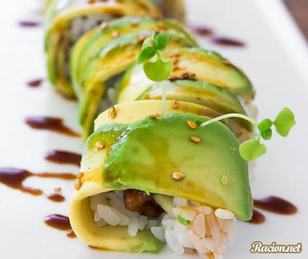 Рецепт Суши ролл с угрем и авокадо