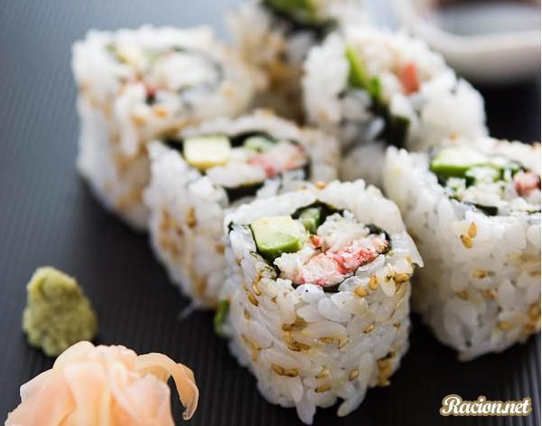"""Рецепт Суши роллы """"Калифорния"""" с крабовым мясом"""