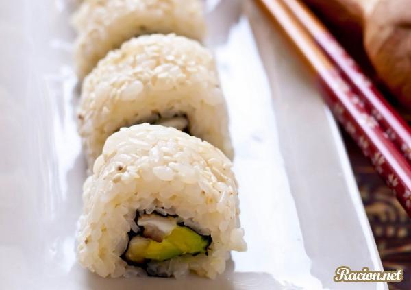 Рецепт Суши ролл с шиитаке и авокадо