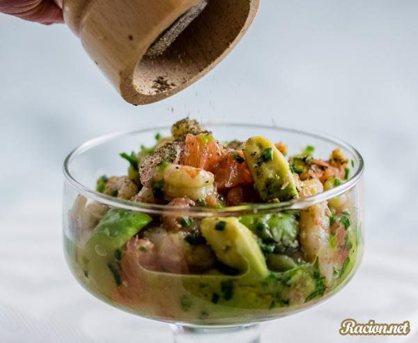 рецепты салатов с авокадо и креветками и ананасом
