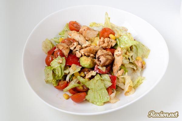 Рецепт Салат с лимонной курицей и авокадо