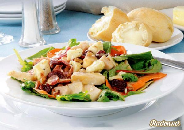 Рецепт Салат с курицей и голубым сыром
