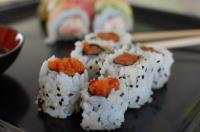 Острый суши ролл с тунцом