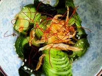 Салат из огурцов и вакаме в кислом соусе (Кюри но суномоно)