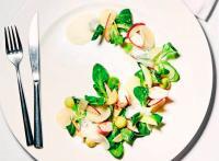 Салат с крабом, авокадо и кокосовым молоком