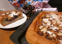 Пицца с вишней и марципаном