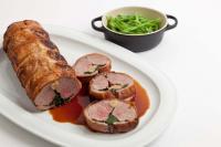 Фаршированное мясо ягненка с чесноком и шпинатом