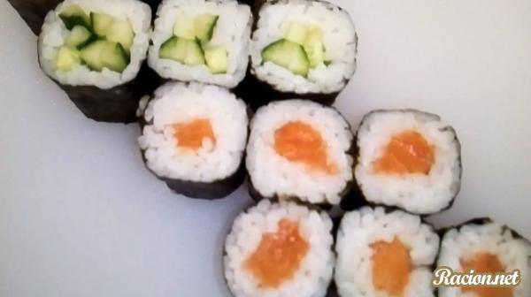 Рецепт Маки роллы с лососем и огурцом. Приготовление   блюда