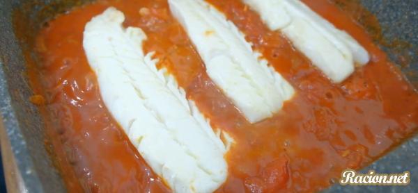 Филе трески в томатном соусе на сковороде